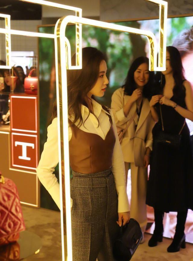 劉詩詩穿皮衣現身活動又酷又颯, 網友鏡頭下生圖氣質好絕-圖5