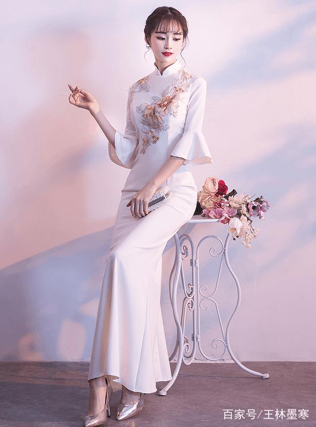 亭亭玉立美佳人, 穿柔美旗袍, 绚丽一种风情, 传递一份柔媚韵味