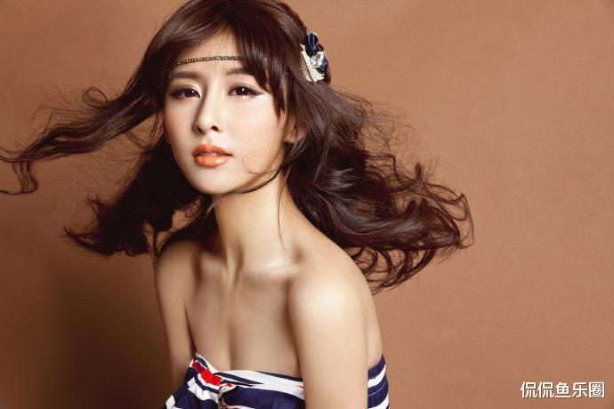 34歲賈青, 顏值姣好身材有料, 好身型讓無數女生羨慕-圖3