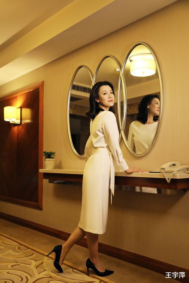 她26歲獲封影後, 半生演配角卻個個經典, 如今46歲優雅如菊-圖4