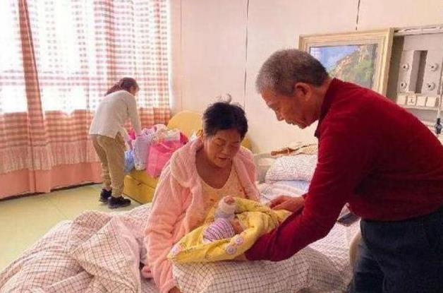 62歲老奶奶戀上26歲小鮮肉, 婚後才一周成功懷孕, 網友: 人生開掛-圖4