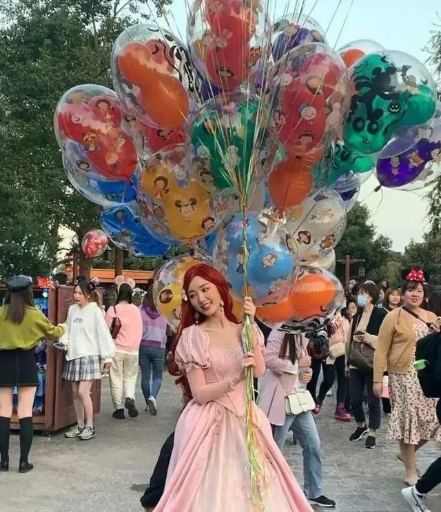 毛曉彤cos迪士尼公主太仙瞭! 淺淺的微笑太甜瞭, 在逃公主本人-圖4