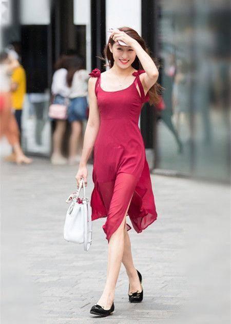 街拍: 身材完美的小姐姐, 走在步行街上, 永遠是王者風范-圖1