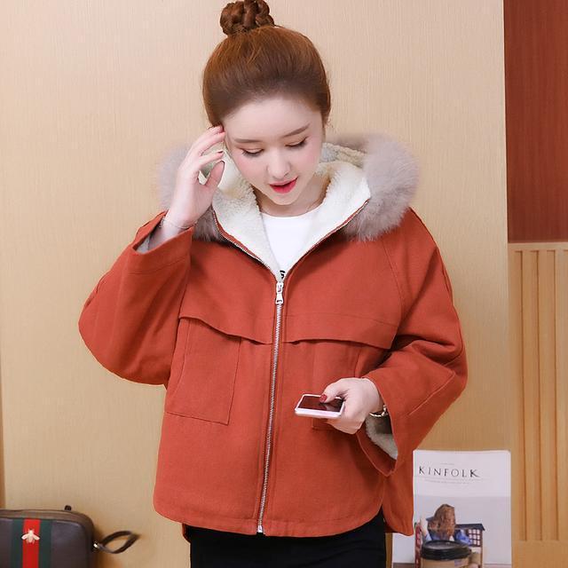 洪欣晒日本度假照, 47岁跟儿子一起像个小姑娘, 身上的外套亮了 9