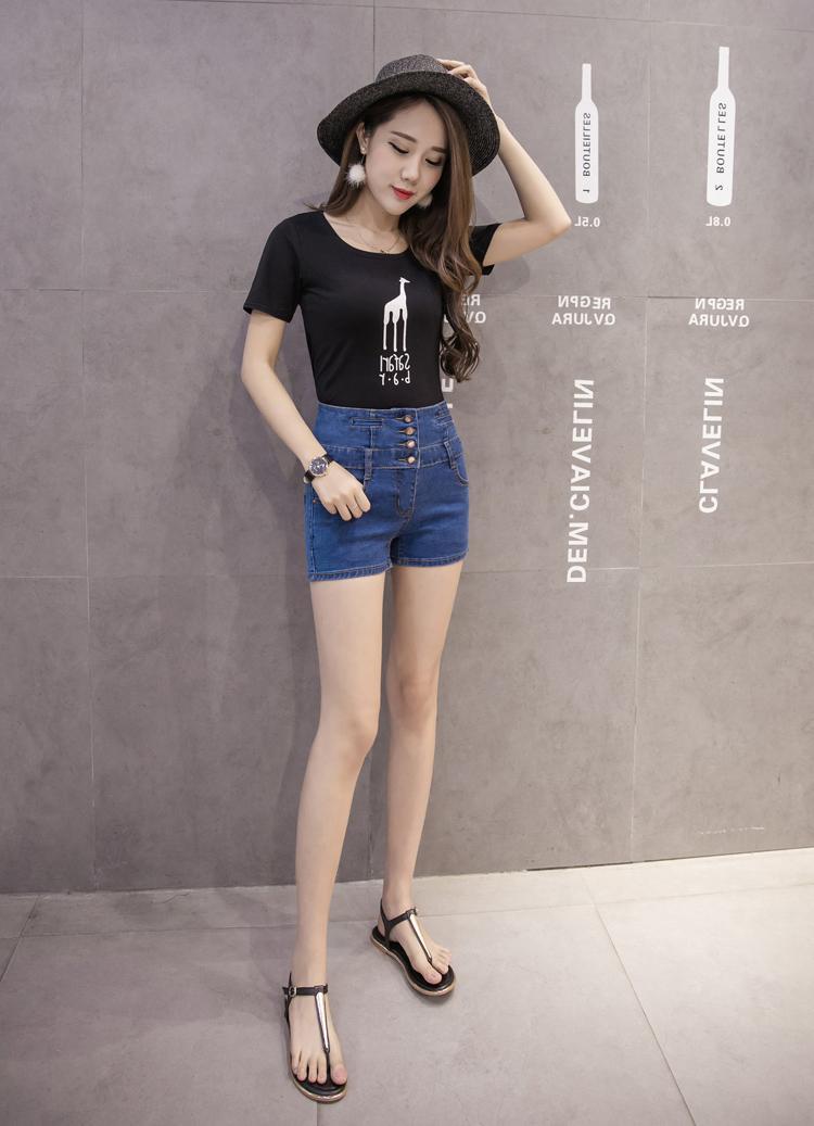 短裤穿出新鲜感, 凸现美女曼妙身姿 3