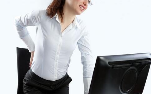 女白领空调房冻出肌筋膜炎 腰痛按摩越痛
