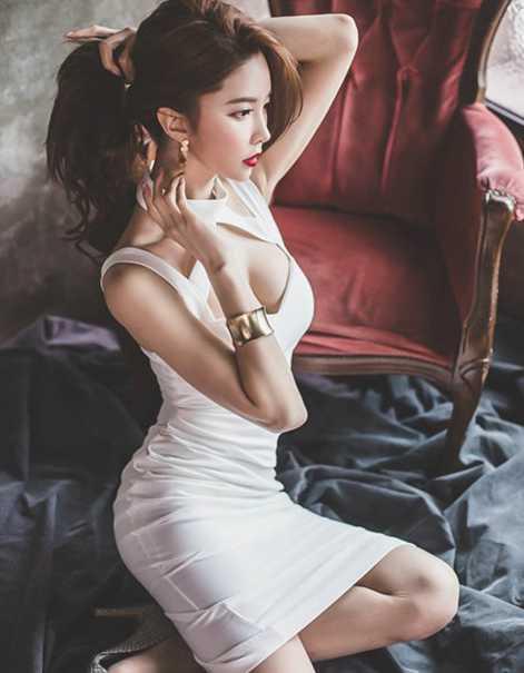 性感洁白低胸装, 高贵冷艳超吸睛