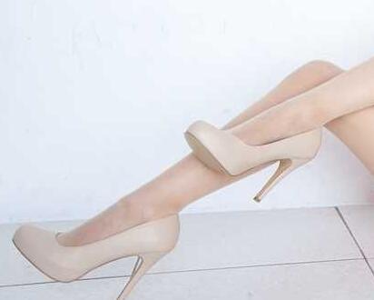 美女白色丝袜搭配乳白色高跟鞋, 纯洁而美好 3