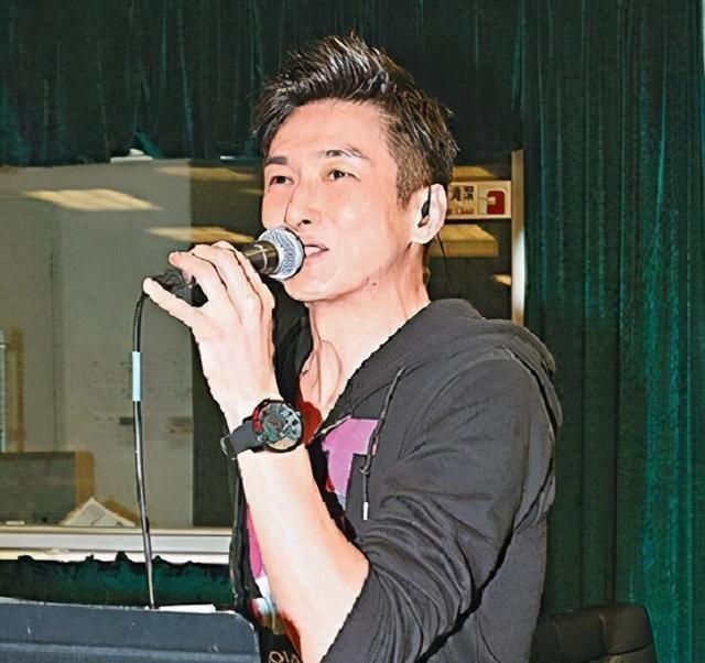 55歲香港著名歌手兼職送外賣: 不求與人相比, 但求超越自己-圖8