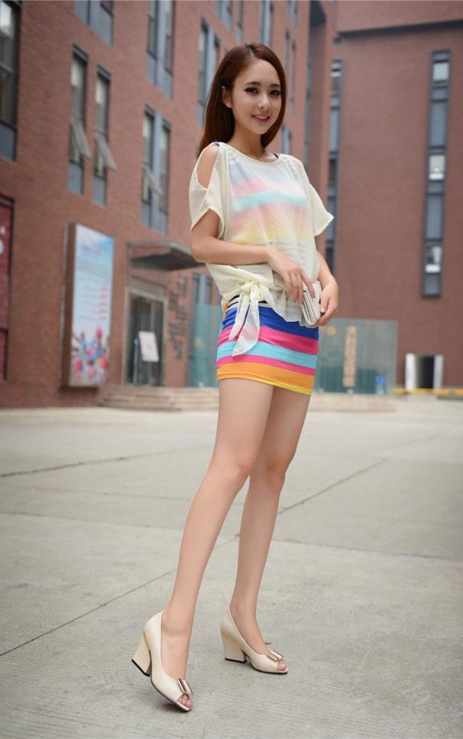 高跟鞋配上短裙, 美出新境界