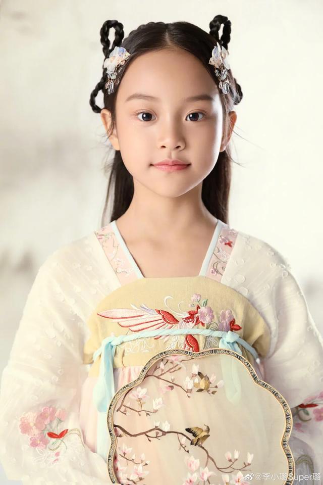 李小璐為女兒慶生, 母女拍古風寫真, 8歲甜馨出落大方淑女范十足-圖8