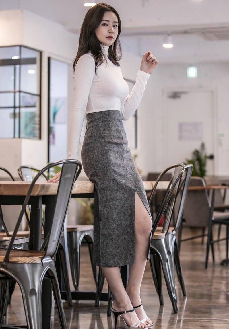 妹子别以为穿长衣长裙就能遮住迷人身材, 紧身设计魅力难挡