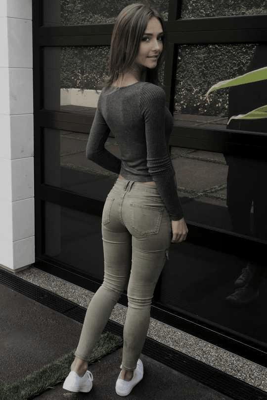 紧身裤展现出女性婀娜身姿特别受人们的欢迎! 3