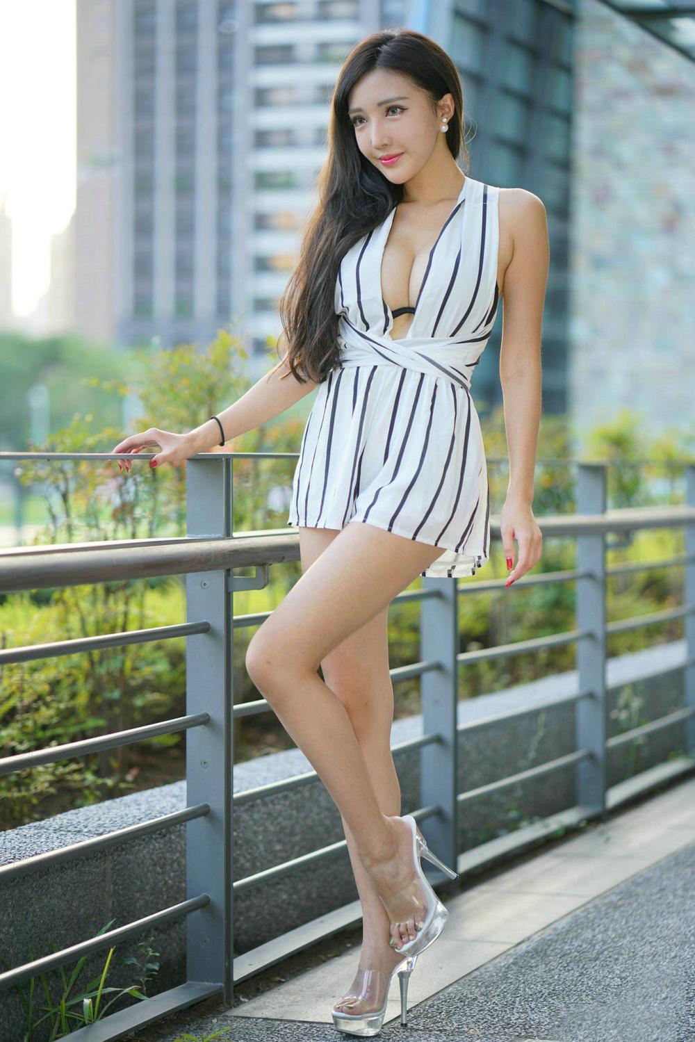连衣裙魅力穿搭, 小姐姐的凸凹身材让人着迷 1