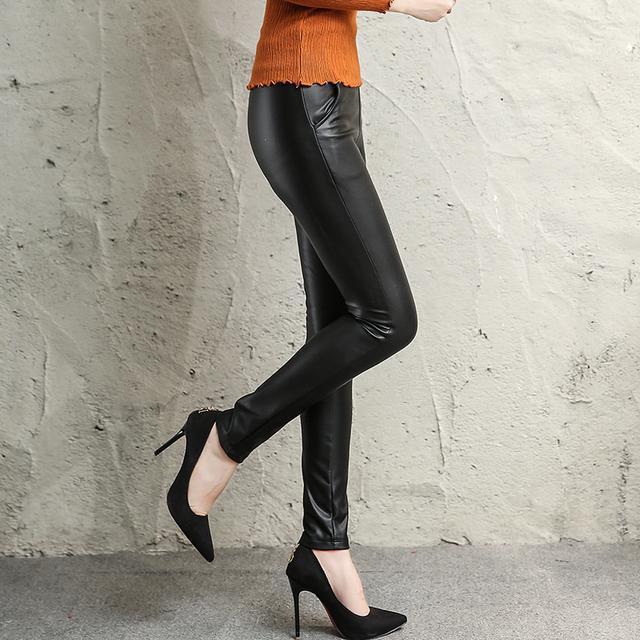 今年的皮裤+浅口尖头鞋, 看这腿部、脚部太修长显瘦了 2
