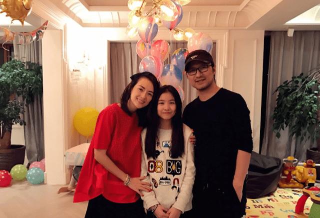 汪峰16歲大女兒近照曝光 化濃妝穿吊帶直角肩搶鏡-圖16