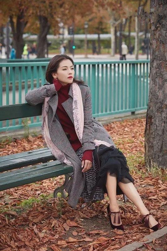 范冰冰一身粉色搭配丝巾现身机场, 网友: 真是嫩出新境界了! 6