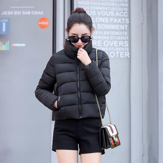 洪欣晒日本度假照, 47岁跟儿子一起像个小姑娘, 身上的外套亮了