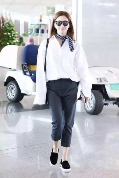 范冰冰一身粉色搭配丝巾现身机场, 网友: 真是嫩出新境界了! 7