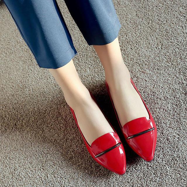 41岁马伊琍现身机场, 打扮得比子君还精致, 脚上的瓢鞋更是好看 12