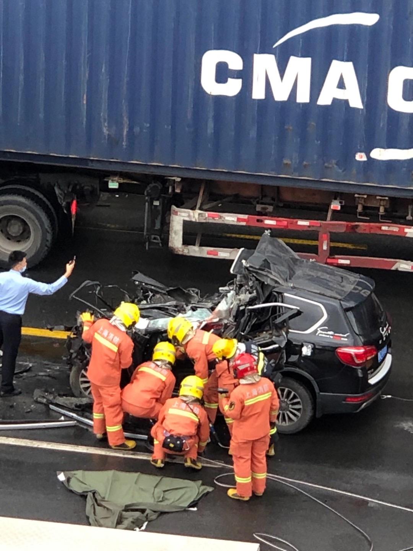 現場慘烈! 上海一輛哈弗H6越野車追尾大貨車, 司機直接被鏟頭-圖10