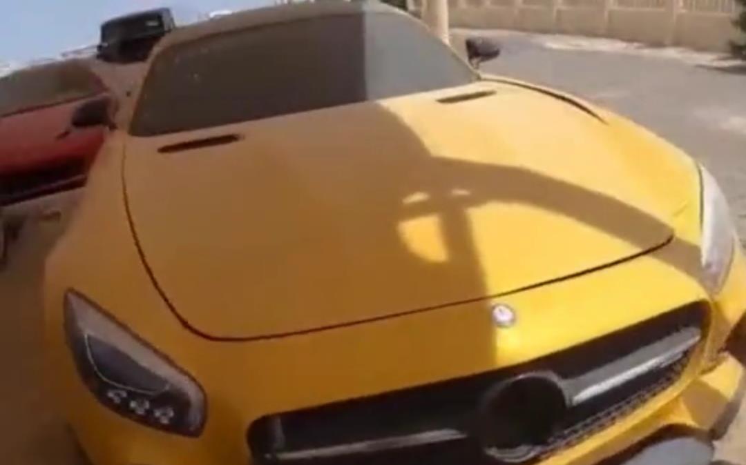 """迪拜有一個""""汽車墳場"""", 裡面豪車堆積如山, 報廢處理太可惜瞭-圖4"""