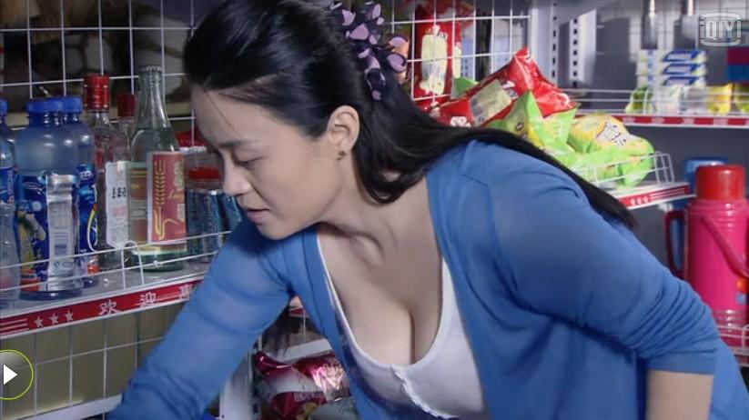 她跟隨趙本山16年, 被捧得紅到發紫, 如今37歲仍單身似少女-圖7