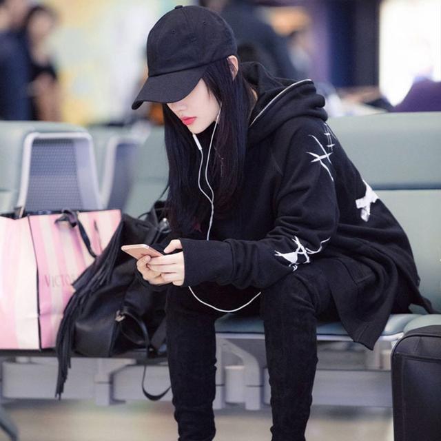 36岁李小璐现身机场, 打扮真时髦, 身上的衣服真心好看 4