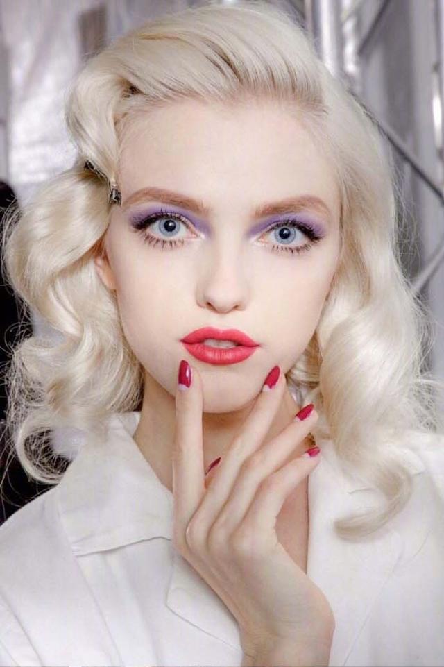 她是仙女模特界的鼻祖, 美到不像人类, 就是橱窗里的洋娃娃! 13