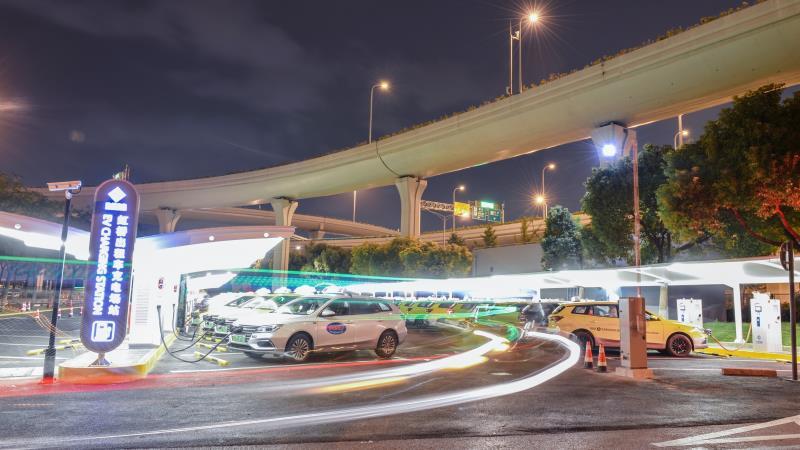 虹橋機場T2出租車充電站升級, 42輛新能源出租車可同時充電-圖1