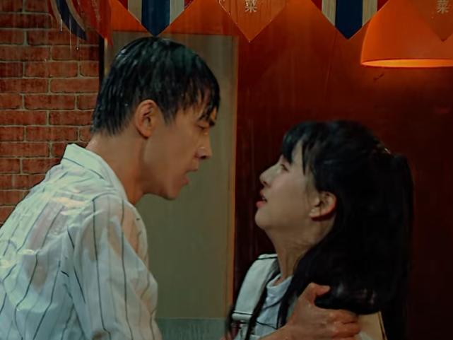 """演員2: 後臺最硬""""關系戶"""", 導師全程賠笑, 還把節目一半鏡頭留給她-圖5"""