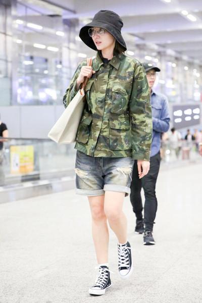 宋佳又来机场凹造型? 网友: 迷彩服真神奇, 穿好是潮, 穿差是民工 1