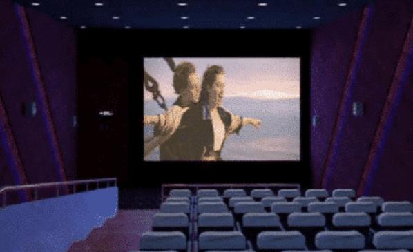 小情侣在电影院内不雅动作, 男子的小动作被全程录像, 视频流传网络