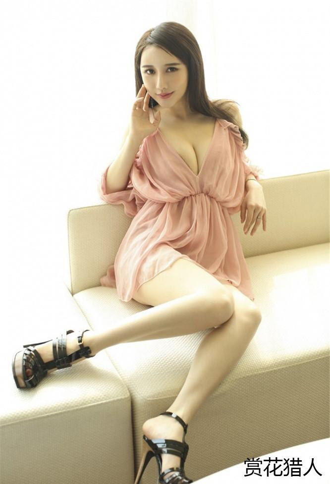 漂亮的小姐姐穿一身粉色薄纱连衣裙 网友: 这是窗帘布做的? 6