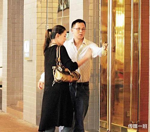 王羽3個掌上明珠: 王馨平風雲娛樂圈, 幺女叱吒時尚圈, 次女至孝-圖10