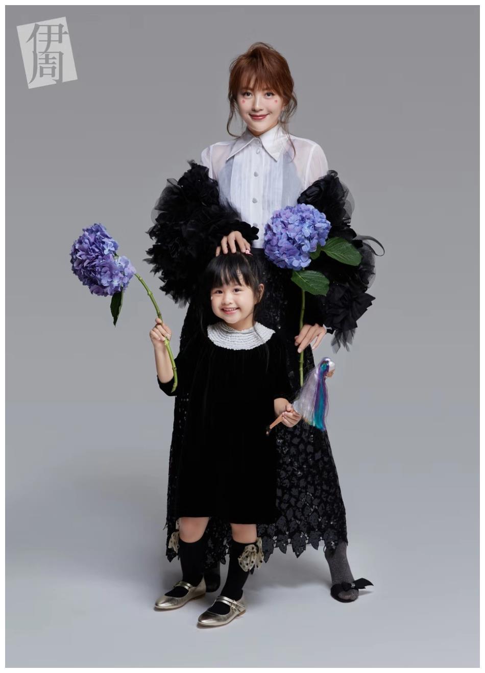 包文婧和女兒同拍親子大片, 同穿親子裝, 4歲餃子長得像爸爸-圖6