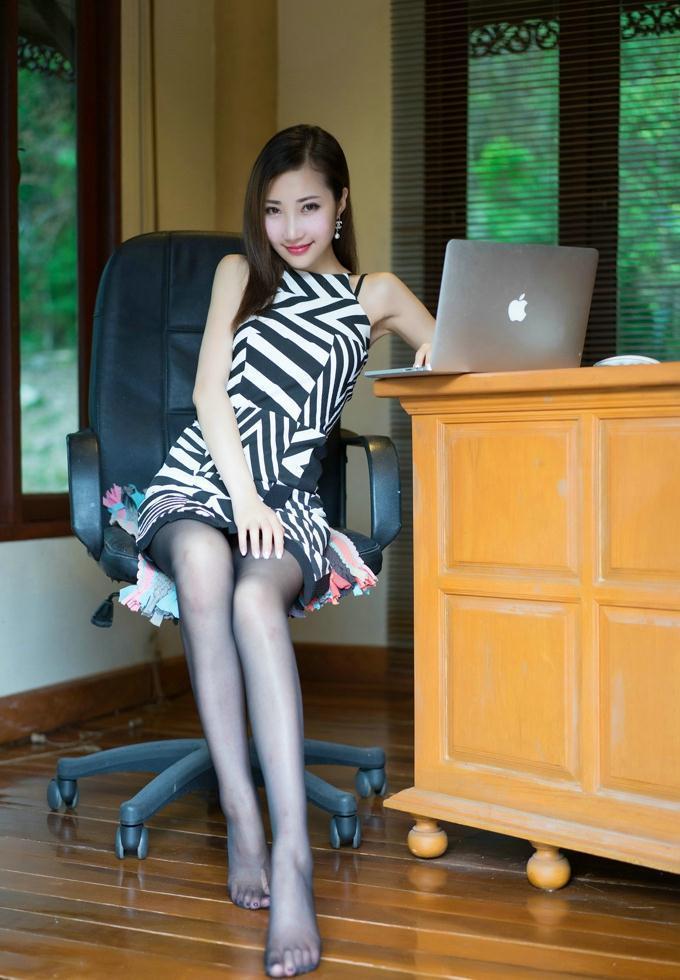 黑丝包臀裙实在动人, 时尚好看还减龄