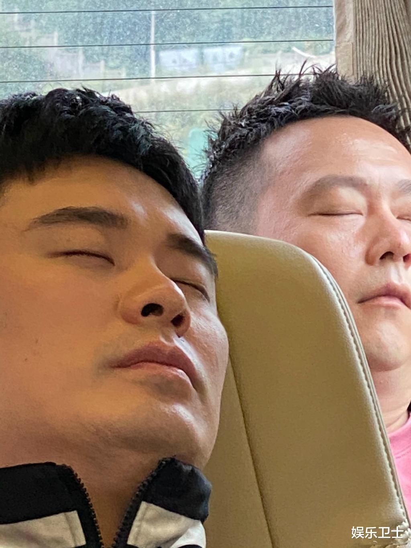 鄧超偷拍《哈哈哈哈哈》嘉賓睡覺,喊話節目組負責,鹿晗周震南等人困到不行-圖8