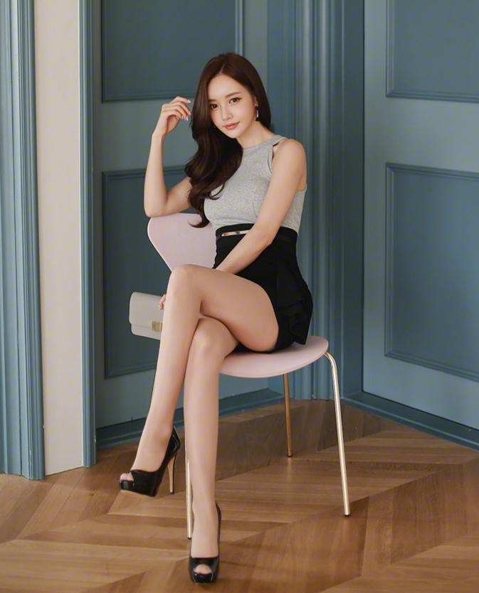 职业短裙被女神这么穿搭, 高端优雅而不是妖艳