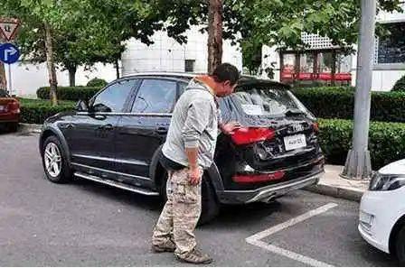 瑪莎拉蒂新車4S店門口被撞兩大洞, 損失15萬! 買新車、試車千萬註意-圖12