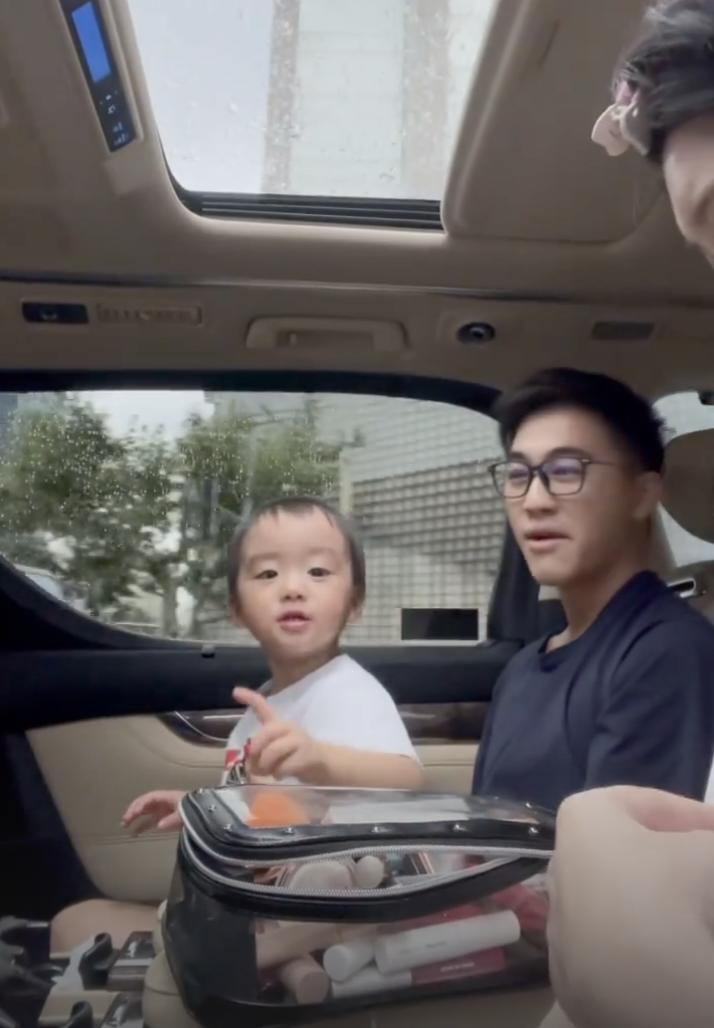 奚夢瑤首次曝光兒子正臉, 何廣燊長相清秀像媽媽, 娃娃音奶萌可愛-圖5