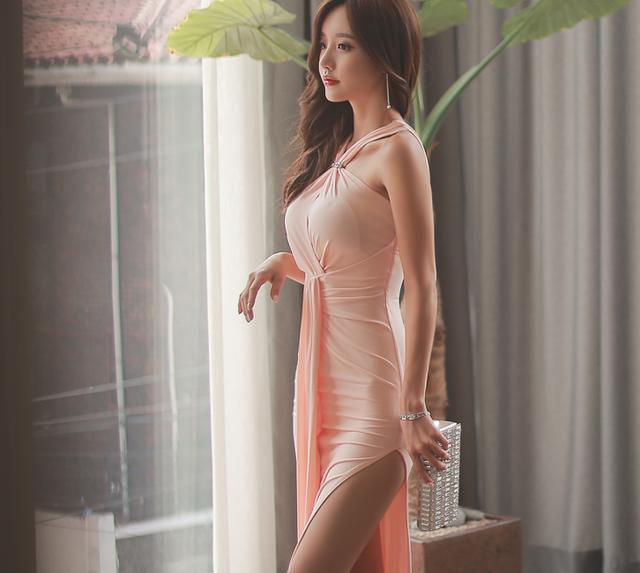 孙允珠高跟鞋紧身长裙开叉到臀, 肌理细腻骨肉匀