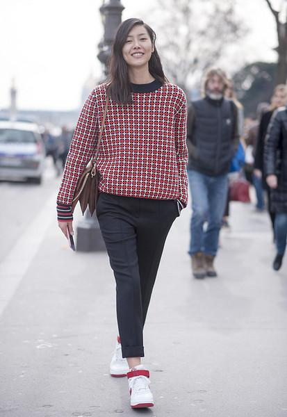 毛衣+长裤, 这是冬季的五个时髦搭配公式 4