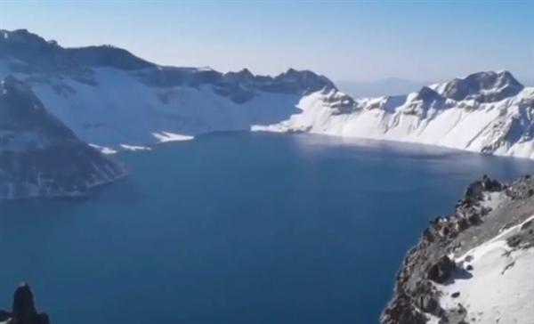 無人機500米高空拍攝到長白山天池不明物體 景區回應-圖1