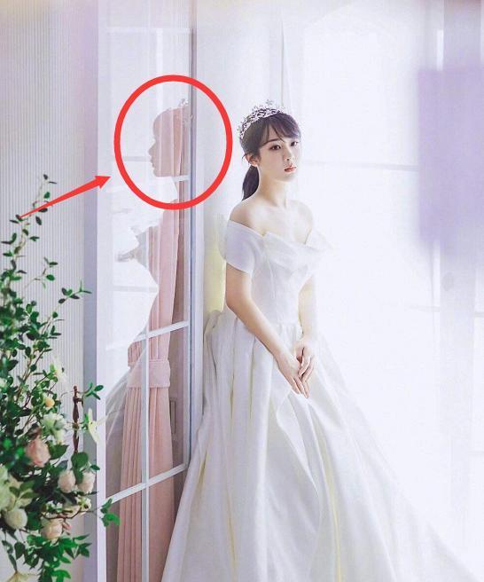 楊紫曬婚紗照, 鏡子中的自己卻忘記P圖, 原來這才是新娘真實模樣-圖1