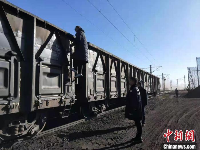 """青藏集團煤炭運輸解決高原燃""""煤""""之急-圖1"""