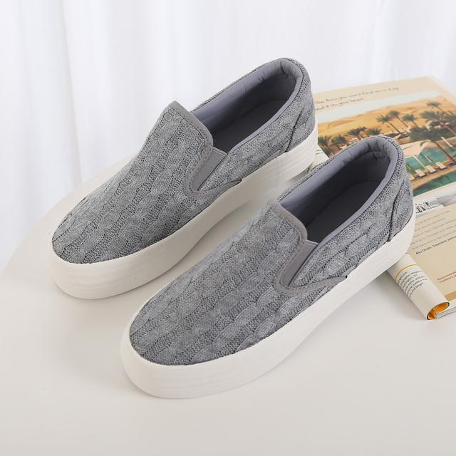 """小白鞋已过时了, 火遍时尚圈的""""一脚蹬"""", 连赵薇、杨幂都在穿 6"""