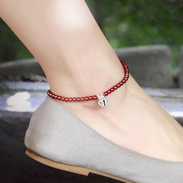 红绳搭配上天然的翡翠玉串制而成, 彰显出很好的气质, 在脚腕间 7