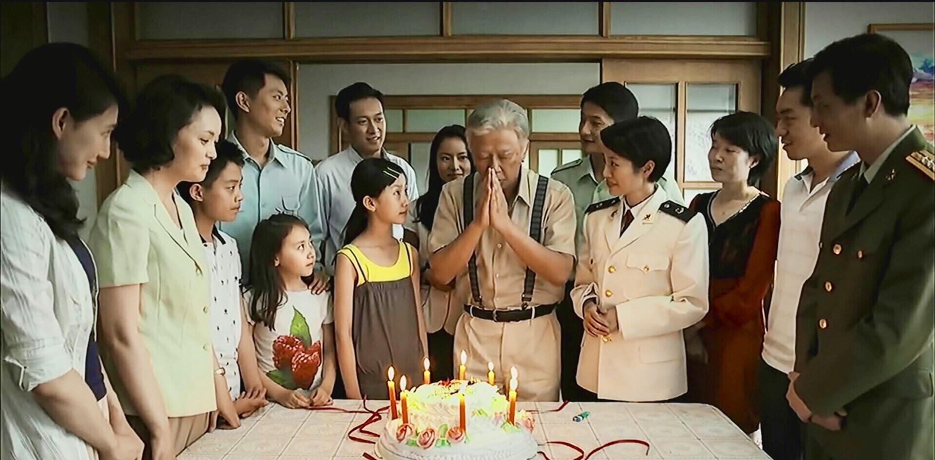 《父母愛情》江德福八十歲生日聚會上的那個白衣少年到底是誰?-圖1