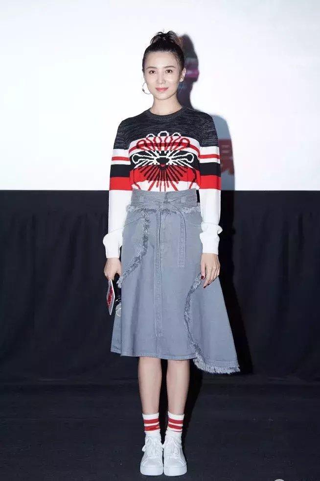 秋冬毛衣+长裙才是绝配, 让你在冬天柔美又飘逸! 9